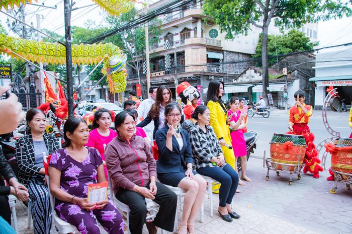 Nhiều khách hàng đến dự khai trương cũng như sử dụng dịch vụ ngày đầu tại Nha Khoa Sài Gòn