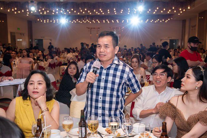 Doanh nhân Huỳnh Lê Đại Thắng - khách mời của Nha Khoa đại diện bốc thăm trúng thưởng