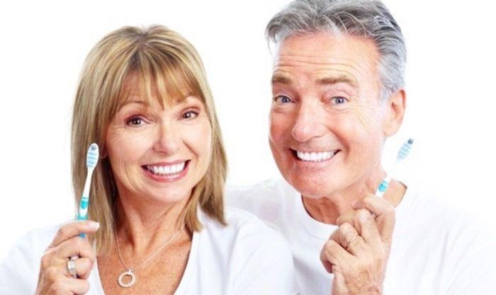 cách bảo vệ răng lâu rụng ở người già
