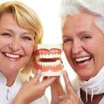cách giúp răng lâu rụng ở người già