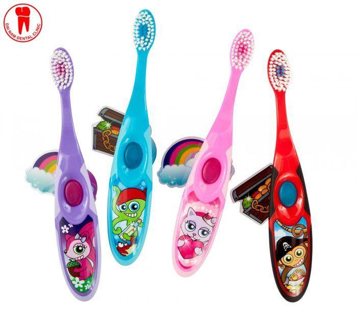 chọn bàn chải đánh răng mà trẻ yêu thích giúp trẻ siêng đánh răng