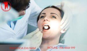 bọc răng sứ bị cộm