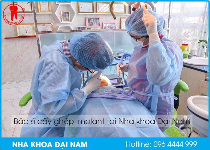 bác sĩ giỏi giúp trồng răng implant không đau