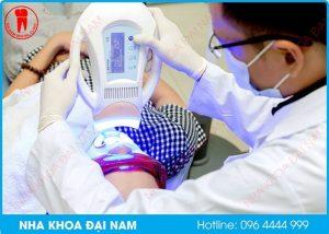 bác sĩ không giỏi làm ê buốt khi tẩy trắng răng