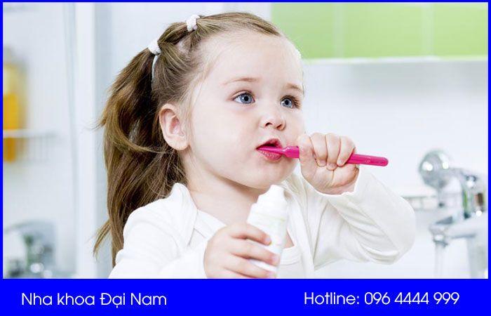 chăm sóc răng mới mọc cho bé đúng cách